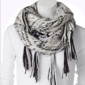 NWT Steve Madden black and white infinity scarf